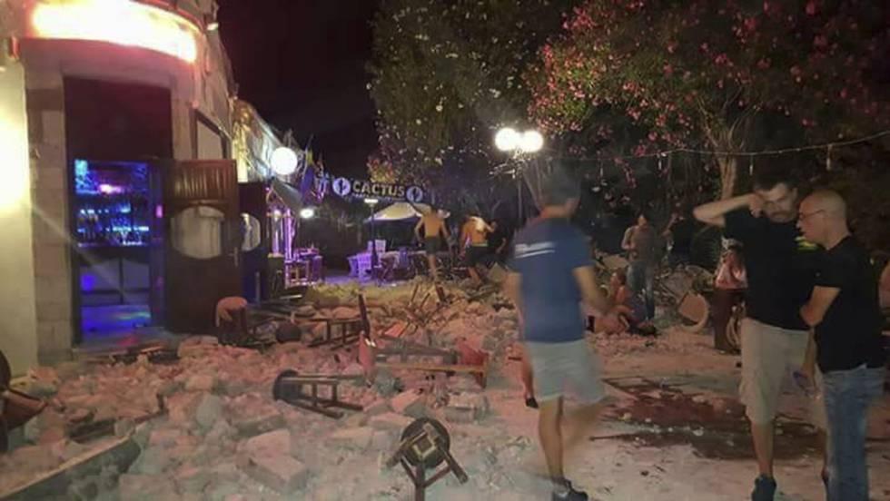 Un bar en la isla griega de Kos tras el terremoto.