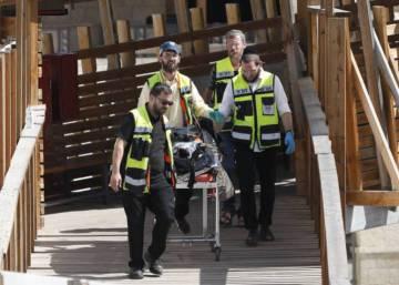 Dos policías muertos y tres agresores árabes israelíes abatidos en Jerusalén