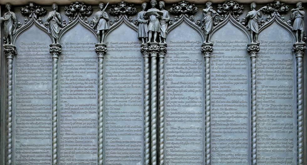 Puerta de la iglesia de Wittenberg en la que se muestran las 95 tesis reformistas de Martín Lutero.