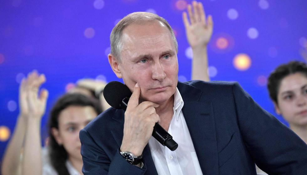 El presidente ruso, Vladímir Putin, este viernes en Moscú durante el programa televisivo.