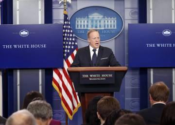 Y al octavo día, el portavoz Sean Spicer reapareció