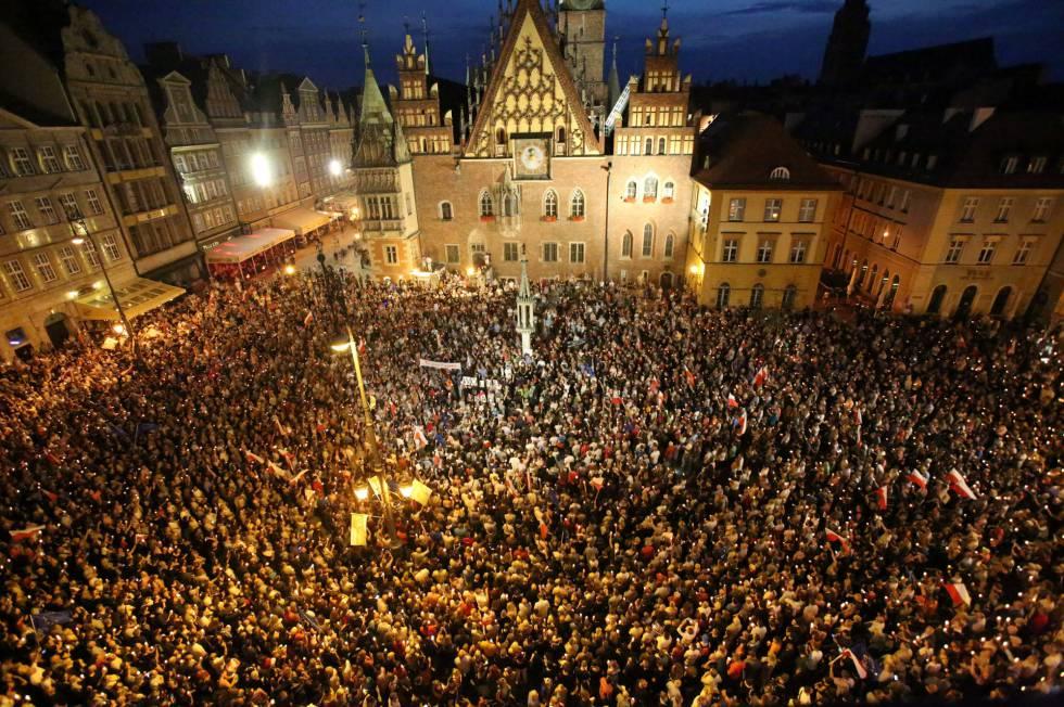 Miles de manifestantes, este viernes en Wroclaw.