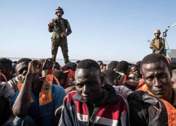 Italia exige a la UE que le ayude con los inmigrantes o cerrará sus puertos