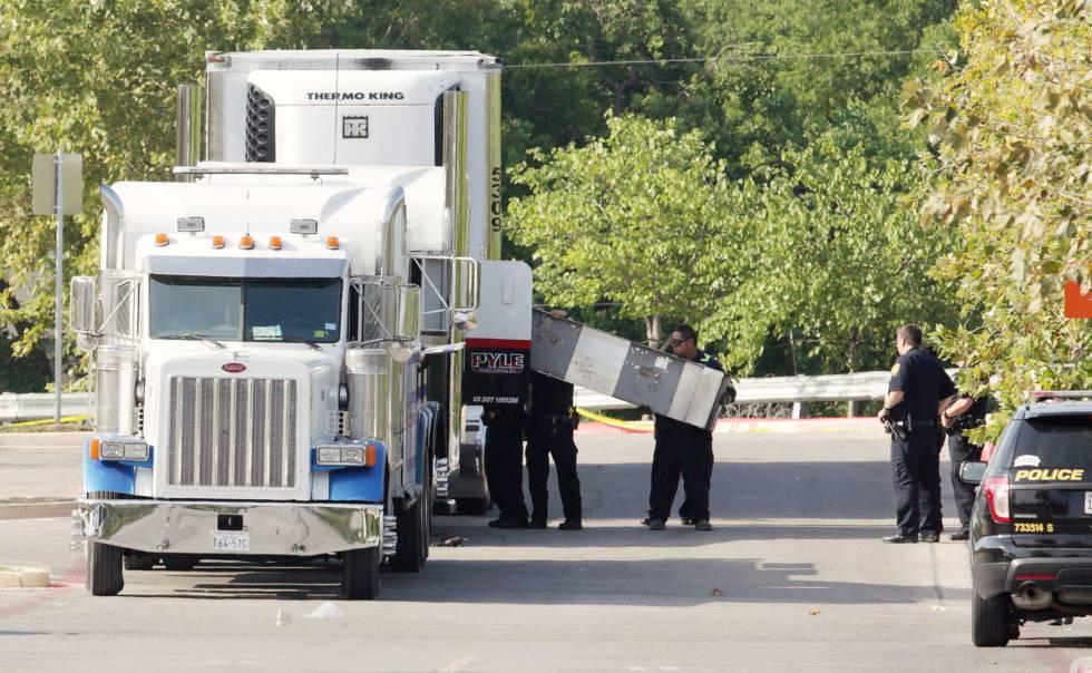 El camión en el que viajaban los inmigrantes indocumentados