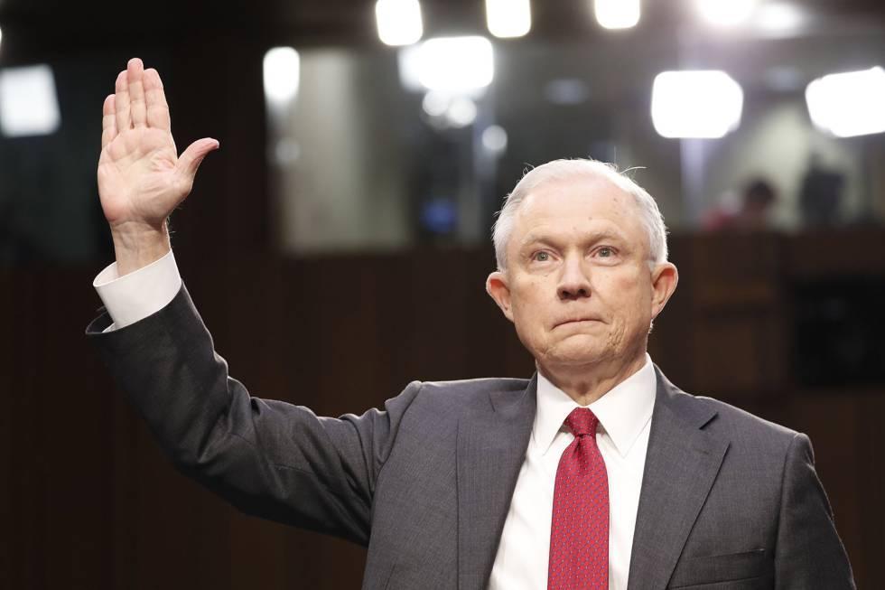 El fiscal general de Estados Unidos, Jeff Sessions, ante el Comité de Inteligencia del Senado.