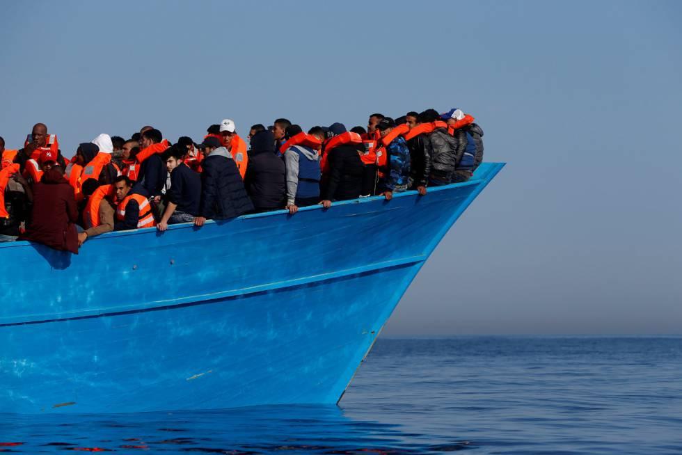 Migrantes rescatados por una ONG frente a las costas de Libia el pasado abril.