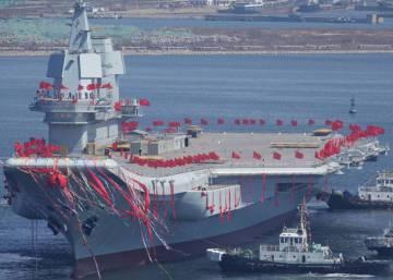 China presenta su primer portaaviones de fabricación nacional