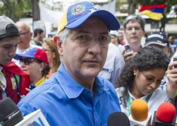 La policía excarcela a Antonio Ledezma y lo devuelve a arresto domiciliario