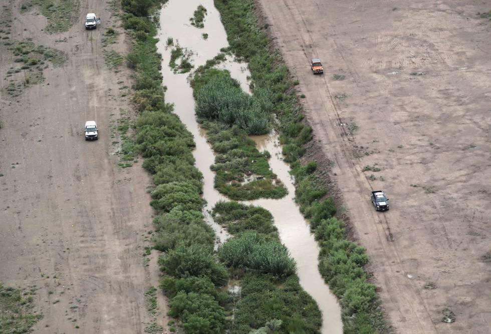Patrullas mexicanas y estadounidenses en la frontera en El Paso, Texas.