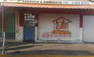 La entrada al establecimiento donde fue asesinada la joven.