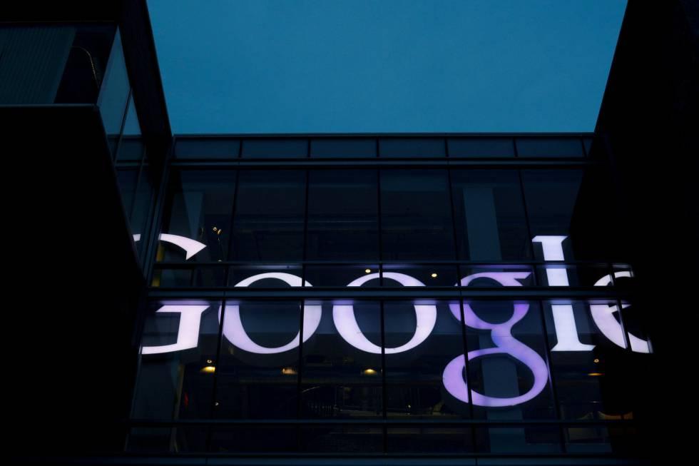 Una oficina con el logo de Google.