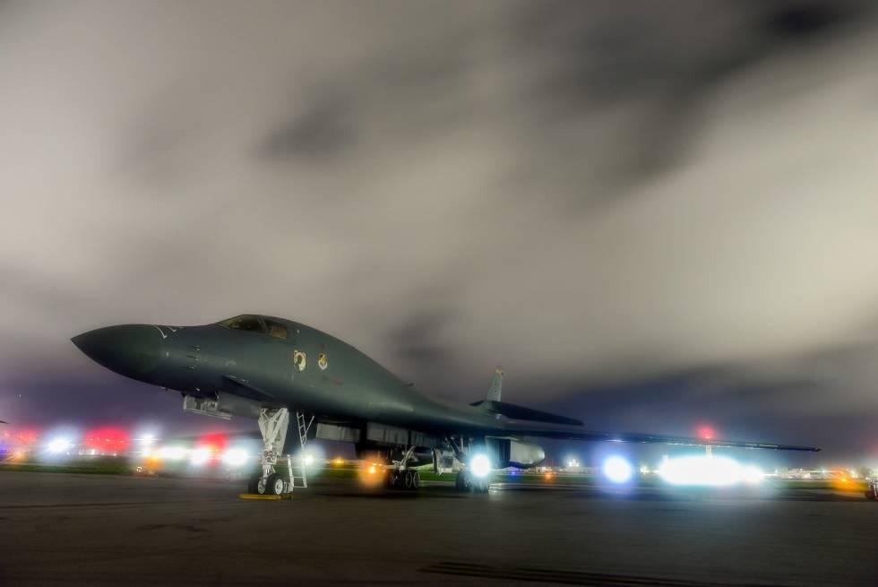 Un bombardero despega de la base Anderson, en Guam.