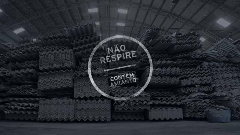 Cartel del premiado documental 'Não respire – contém amianto' (No respires, contiene amianto).
