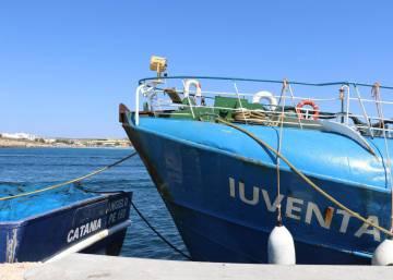 El barco 'nazi', auxiliado en alta mar por una ONG que rescata inmigrantes