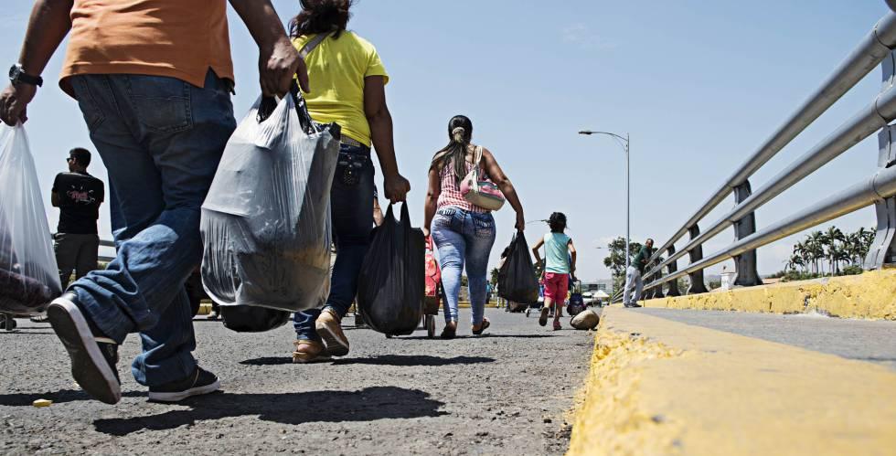 El paso de venezolanos en la frontera entre Venezuela y Colombia.