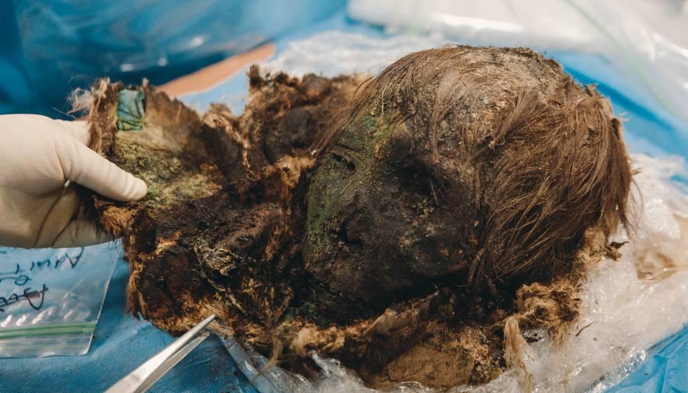 """El cráneo momificado de la """"belleza polar""""."""