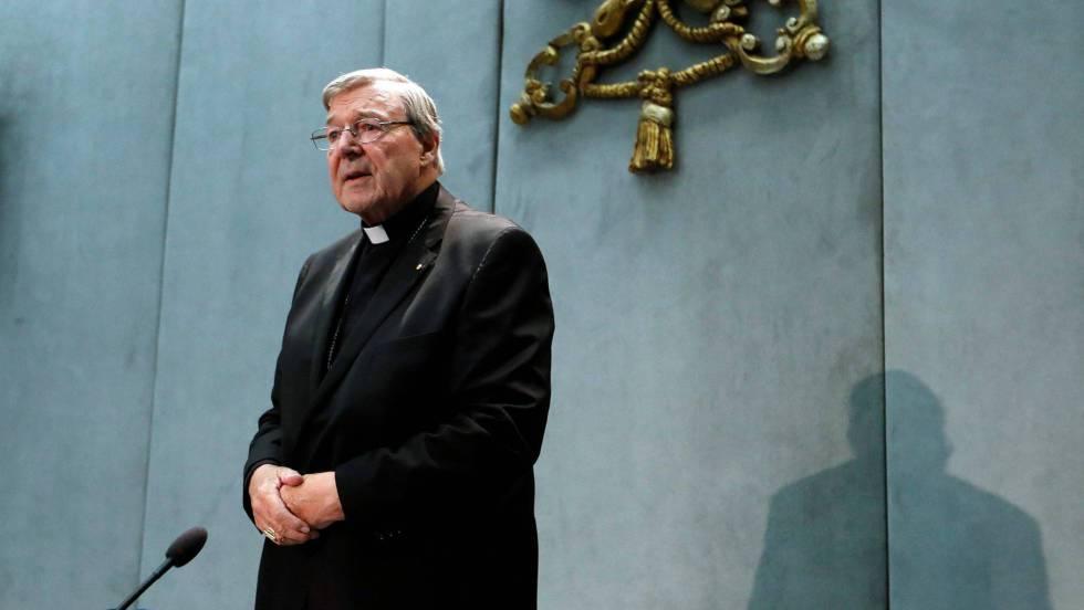 El cardenal George Pell, sospechoso de pederastia y de proteger a curas pedófilos. en conferencia de prensa en el Vaticano en junio.