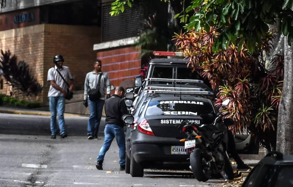 Miembros del Sebin hacen guardia en la casa de Ortega Díaz.
