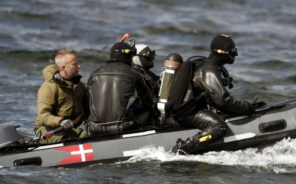 Buzos del ejército danés buscan restos de la periodista cerca de Amager.