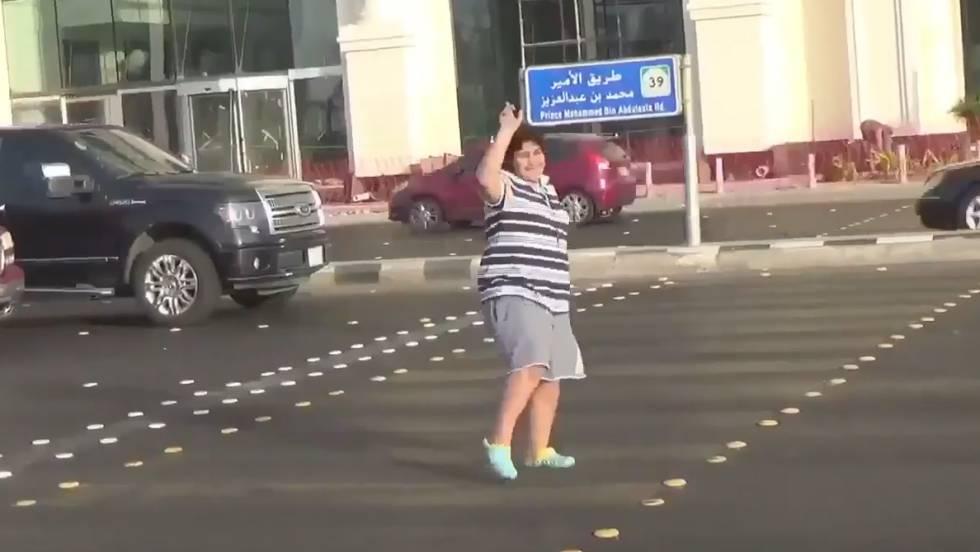 Menino de 14 anos é preso na Arábia Saudita por dançar na rua