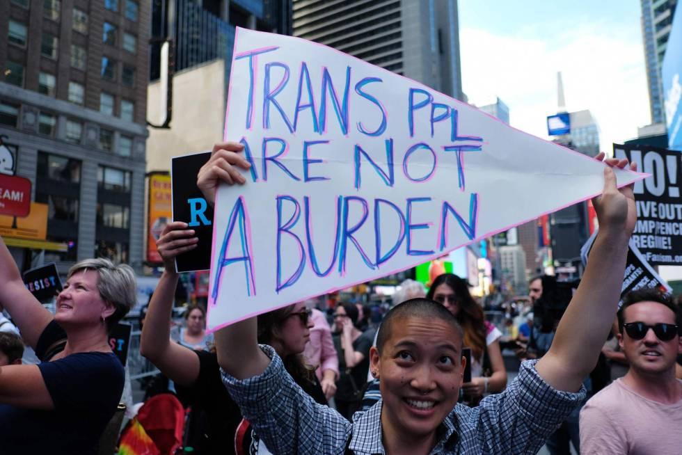 Una protesta en Nueva York  contra el veto a los transgénero en el Ejército que Donald Trump anunció el 26 de julio.