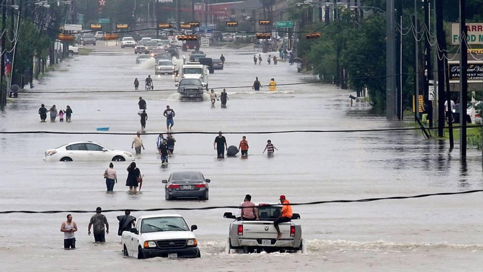 Furacão Harvey castiga Houston com inundações sem precedentes