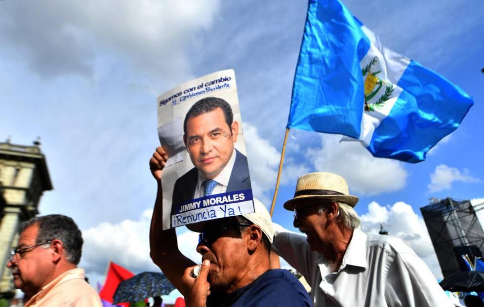 Resultado de imagen de Jimmy Morales declarara el domingo persona non grata al magistrado anticorrupción Iván Velásquez,