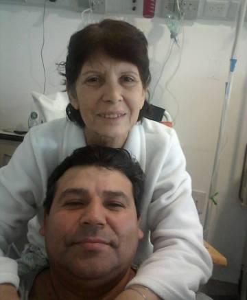 Arregui y su esposa, recuperándose de la operación.