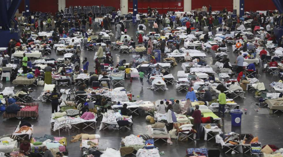 O Centro e Convenções de Houston, onde 10 mil pessoas se abrigaram