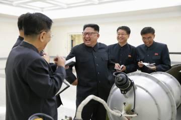 Kim Jong-un supervisa la supuesta bomba de hidrógeno antes de que se lleve a cabo el ensayo nuclear.