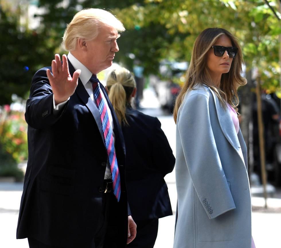 El presidente Donald Trump y su esposa Melania a la salida de la iglesia este domingo en Washington.