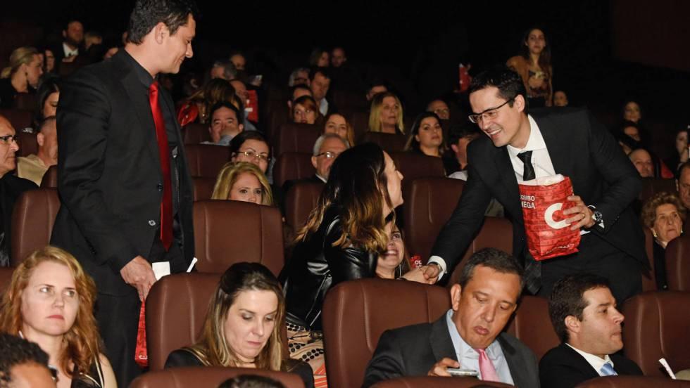 El juez Sergio Moro y el procurador Deltan Dallagnol en el preestreno de la película 'Policía Federal:La Ley es para todos', 28 de agosto