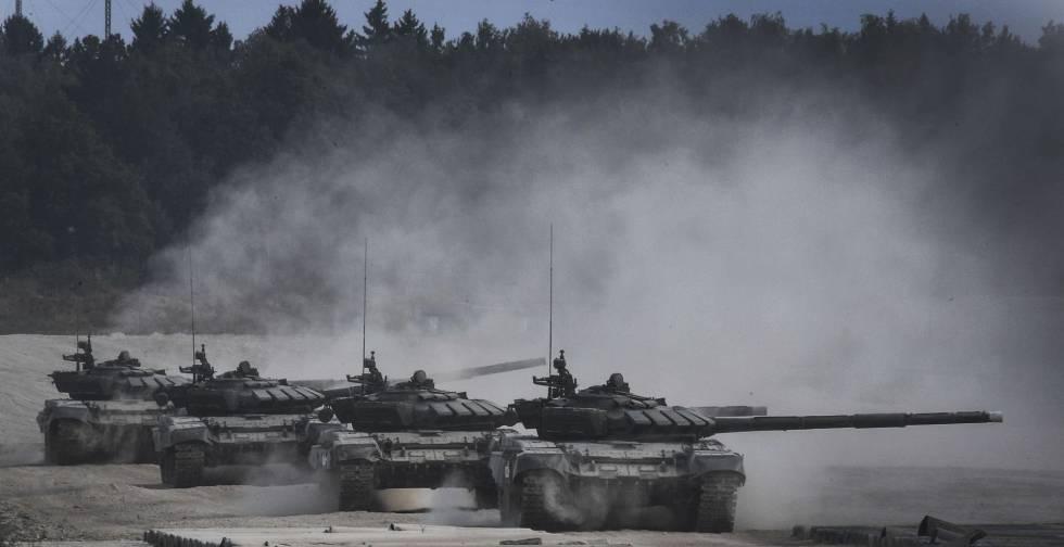 Tanques rusos en Moscú, en agosto