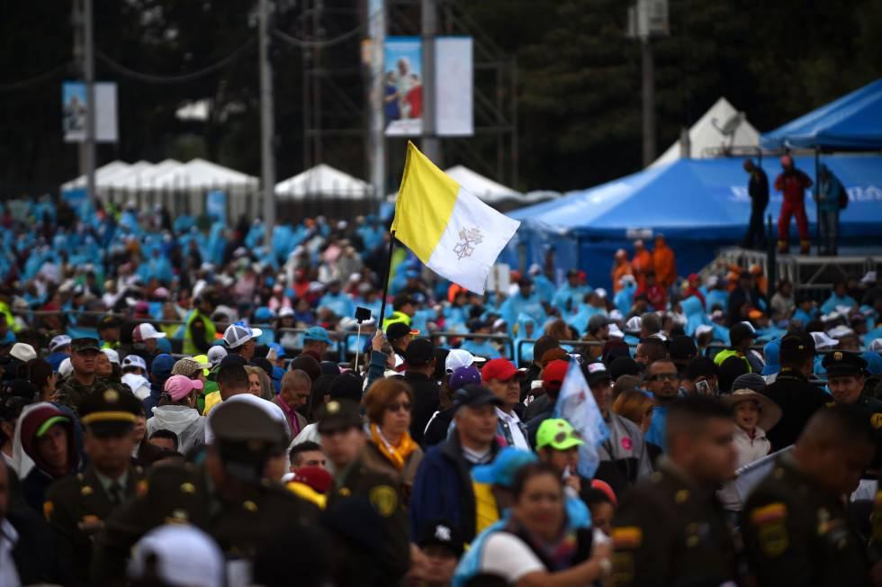 Una bandera vaticana durante la visita del Papa a Colombia, la semana pasadarn