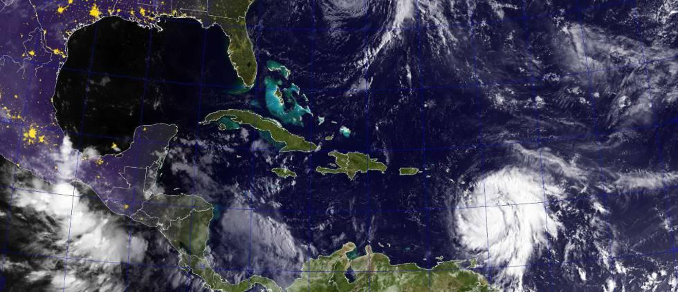 Imagen de satélite GOES de los huracanes José (arriba) en el Océano Atlántico y María en el mar Caribe, el pasado lunes.