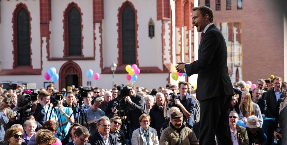 El líder del FDP alemán, Christian Lindner, en un acto en la plaza Römer de Fráncfort el lunes 18 de septiembre