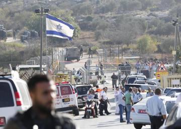 Lugar del atentado en el asentamiento judío Has Adar cerca de Jerusalén en Cisjordania. ABIR SULTAN (EFE)