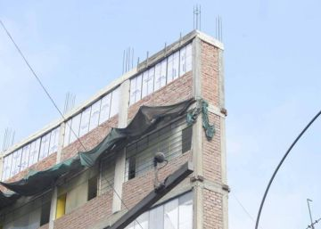 Not earthquake proof: Lima's alarming 1.2-meter wide building