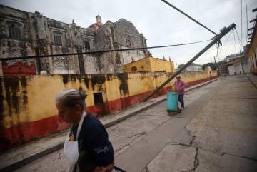 Habitantes de Tepalcingo tras el terremoto del 19 de diciembre