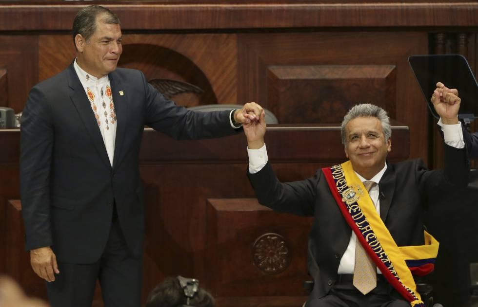 Rafael Correa y el presidente Lenín Moreno en la toma de posesión de este último, en 2016 en Quito.