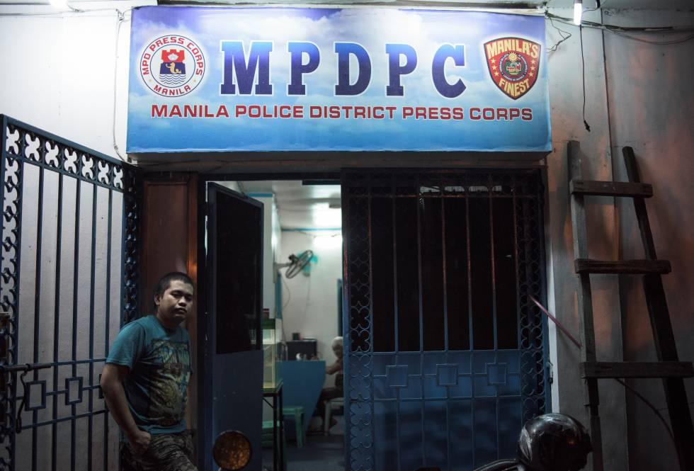 Patrick Adalín, reportero que vive en la comisaría de Manila