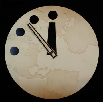 El Reloj del Apocalipsis es un reloj simbólico mantenido desde 1947 por la Universidad de Chicago. Cuanto más se acerca a las doce de la noche, mayores son las amenazas globales.