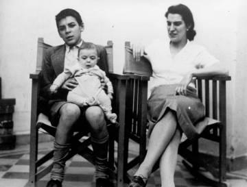 El Che Guevara y su madre con el hermano pequeño Juan.