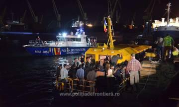 Un barco rescatado por la policía de frontera rumana.