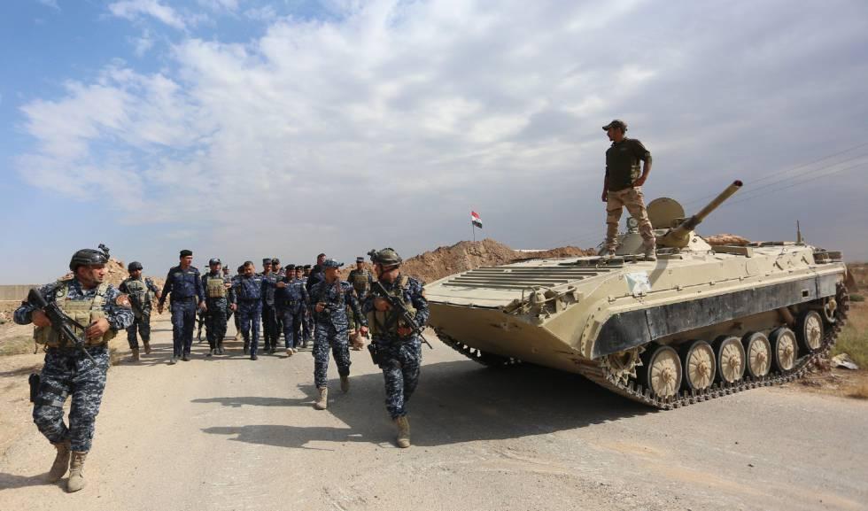 Fuerzas de la policía iraquí toman posición en el pueblo de Rashad, al sur de Kirkuk, en Irak, este viernes.