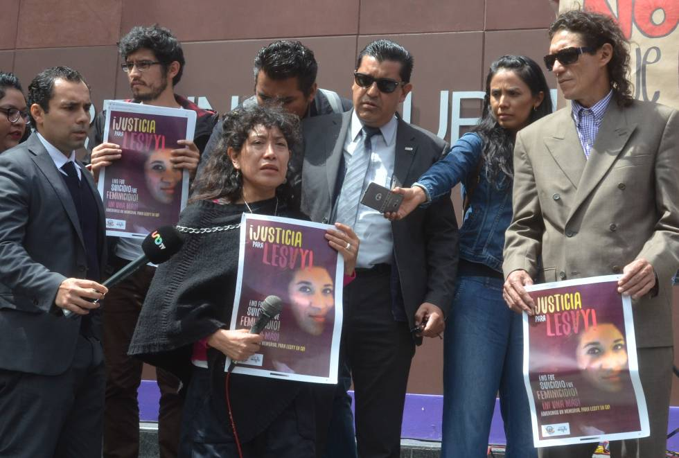 Araceli Osorio en la entrada del tribunal.