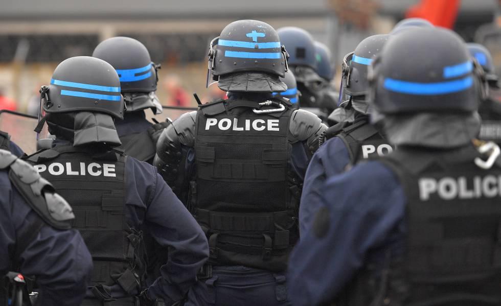 Policías franceses durante una manifestación el pasado viernes.