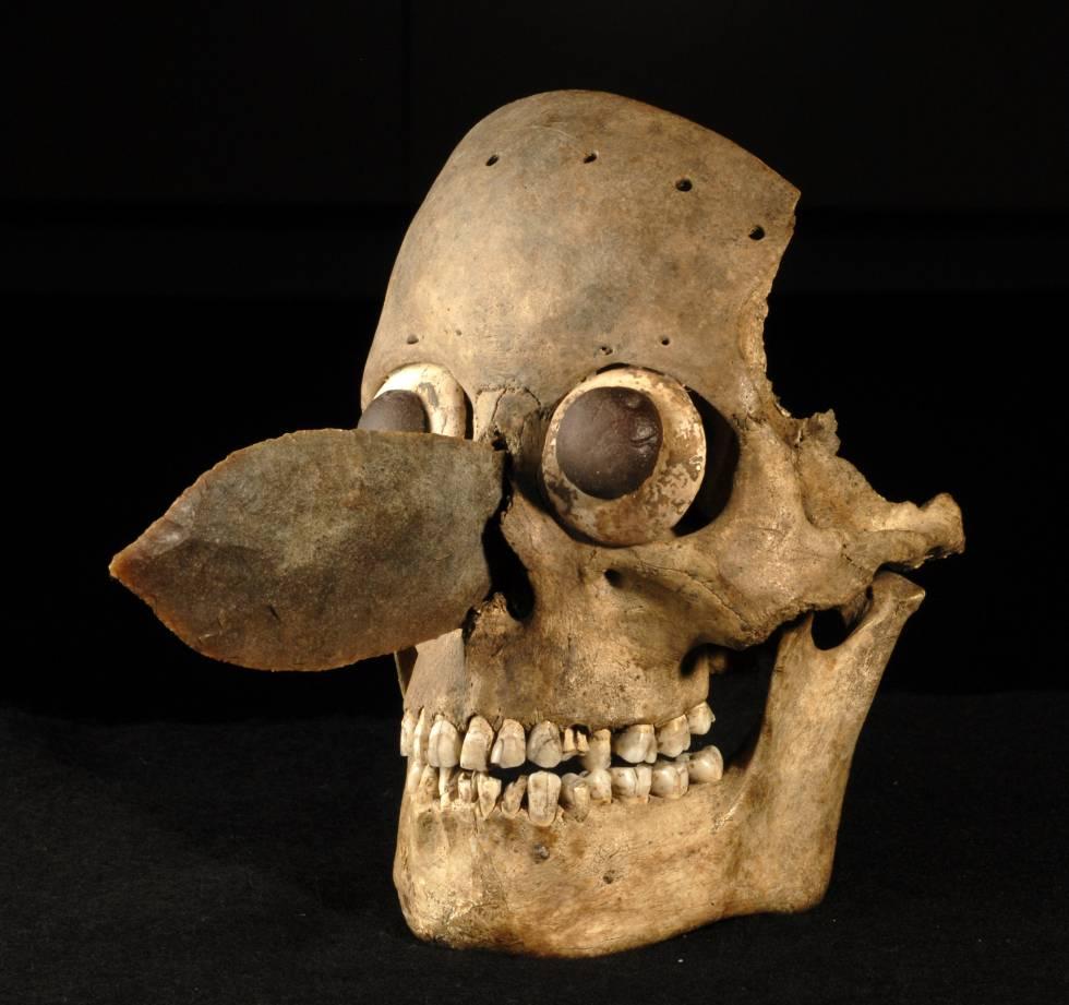 Una máscara hecha con un cráneo humano, hallada en el Templo Mayor.