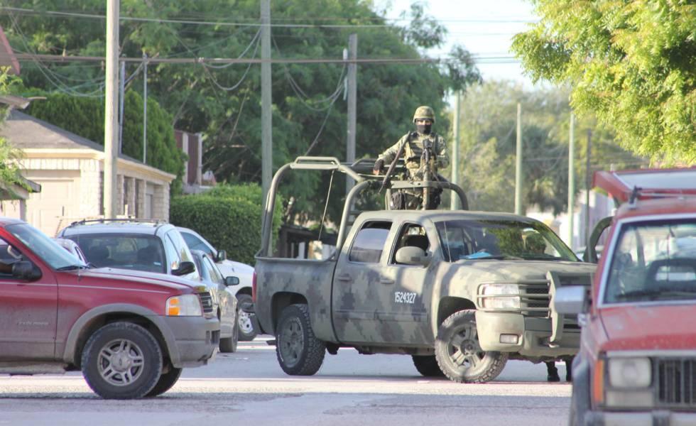 El Ejército resguarda la calle tras un enfrentamiento en Tamaulipas.