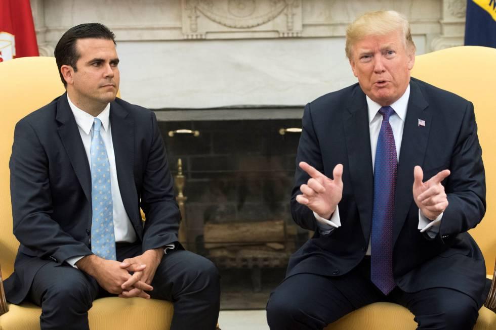 Donald Trump, junto al gobernador de Puerto Rico, Ricardo Rossello, este jueves en la Casa Blanca.